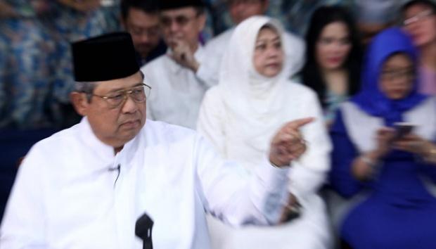 Ketua Umum Partai Demokrat, Susilo Bambang Yudhoyono, memberikan pandangan Partai terhadap isu nasional terkini di Cikeas, Bogor, 10 Juni 2016. SBY menyampaikan tujuh isu penting, terutama pada isu Ekonomi dan Hukum. Tempo/Dian Triyuli Handoko