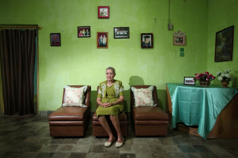 "Migelina A. Markus, ditahan pada 1965 bersama dengan kedua orang tuanya dan kedua adiknya. ""Tragedi '65 membuat kami kehilangan orang tua kami, kakak saya, dan ada banyak penghilangan tanpa pengadilan atau bukti [yang menunjukkan] mereka telah mengkhianati negara atau bangsa ini. Saya ingin bersaksi sehingga orang tahu kebenaran tentang peristiwa yang kami alami."" Foto dari Asia Justice and Rights."