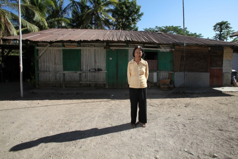 """Vena Taka. Kakak dan ayahnya ditangkap pada 1966. """"Saya tidak tahu bahwa ayah dan adik saya ditahan, atau di mana mereka dibunuh. Bahkan di mana mereka dikuburkan, saya tidak tahu."""" Foto dari Asia Justice and Rights."""